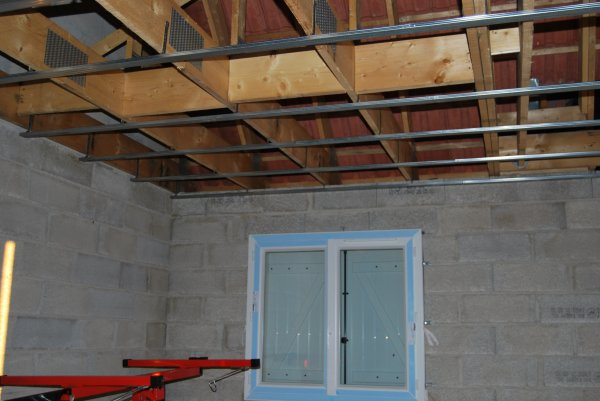 rail pour pose le placo au plafond fini de la maison